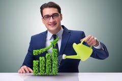 De zakenman in het recyling van duurzaam bedrijfsconcept Stock Foto's