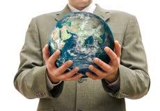 De zakenman houdt ter beschikking de planeet geïsoleerd Royalty-vrije Stock Afbeelding