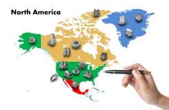 de zakenman kiest investeert in de kaart van Noord-Amerika Royalty-vrije Stock Afbeelding