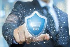De zakenman klikt op het symbool van bescherming van de koper Stock Foto