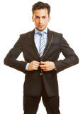 De zakenman knoopt omhoog zijn kostuum dicht Royalty-vrije Stock Foto's