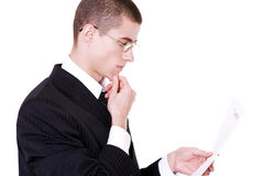 De zakenman leest document Stock Foto's
