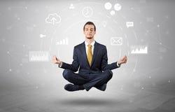 De zakenman levitatie ondergaat met het concept van de gegevensomloop royalty-vrije stock foto