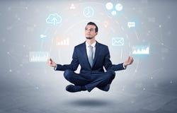 De zakenman levitatie ondergaat met het concept van de gegevensomloop royalty-vrije stock afbeeldingen