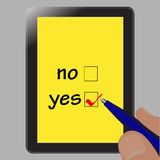 De zakenman maakt een keus op de tablet, ja of n Stock Foto's