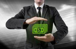 De zakenman maakt geld en bespaart geld op de virtuele schermen Zaken, technologie, Internet, concept Stock Foto's