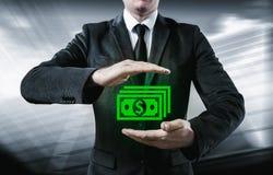 De zakenman maakt geld en bespaart geld op de virtuele schermen Zaken, technologie, Internet, concept Stock Foto