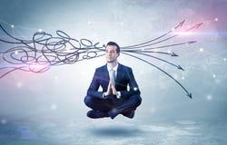 De zakenman mediteert met het zuiveren van krabbelconcept stock foto