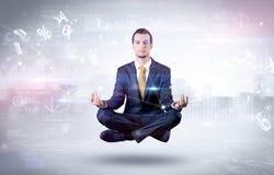 De zakenman mediteert met verlichtingsconcept stock afbeelding