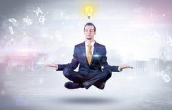 De zakenman mediteert met verlichtingsconcept royalty-vrije stock afbeeldingen