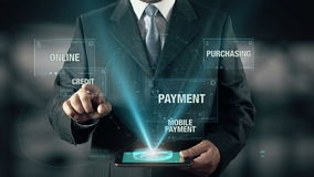 De zakenman met Elektronische handelconcept kiest Krediet van Woorden stock videobeelden