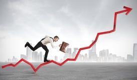 De zakenman neemt statistieken toe royalty-vrije stock fotografie
