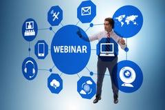 De zakenman in online webinar concept stock afbeelding