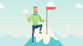 De zakenman op de berg van succes stock footage
