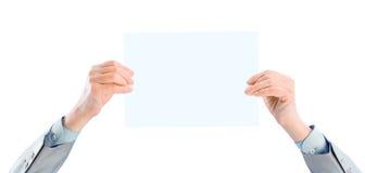 De zakenman op de leeftijd houdt witte affiche Royalty-vrije Stock Afbeeldingen