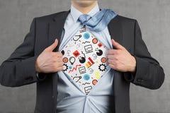 De zakenman opent zijn overhemd Stock Afbeeldingen