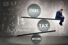 De zakenman in schuld en belastings bedrijfsconcept stock foto's