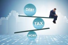 De zakenman in schuld en belastings bedrijfsconcept stock afbeelding