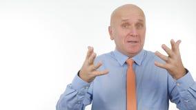 De zakenman Talk en gesticuleert in een Bedrijfsgesprek royalty-vrije stock afbeeldingen