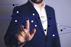 De zakenman toont grafiek vector illustratie