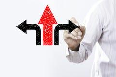 De zakenman trekt pijlen Besluit of strategieconcept Stock Foto