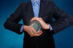 De zakenman voorspelt de toekomst het bedrijfsfortuin vertellen Royalty-vrije Stock Foto