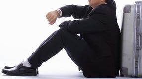 De zakenman wacht tijd na strijdvertraging Stock Foto's
