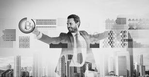 De zakenman werkt digitale oppervlaktecrypto munt bitcoin op elkaar in Digitale bedrijfscrypto munt Bitcoinmunt stock foto's