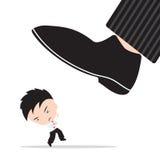 De zakenman, zorg en vreest de schoenen van werkgever, samenvatting van het concept van het bedrijfs de concurrentiedoel stampen Stock Foto's