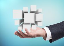 De zakenmanhand stelt groep kubussen in open palm voor het 3d teruggeven Stock Afbeelding
