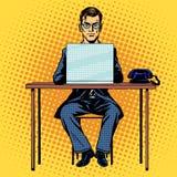 De zakenmanwerken achter laptop Royalty-vrije Stock Foto