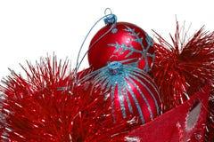 De zakhoogtepunt van de gift van rood Kerstmisspeelgoed stock fotografie