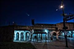 De zanderige donkere kruising van de de stadsstraat van Chicago bij nacht Royalty-vrije Stock Fotografie