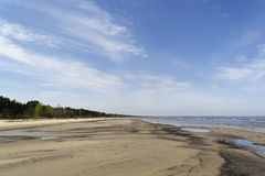 De zandige kust van de Oostzee Stock Foto's