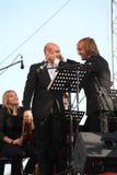 De zanger Aldo Caputo van de kunstenaarsopera, teneur, Italiaanse operaster en de leider van het symfonieorkest Fabio Mastrangelo Stock Afbeelding