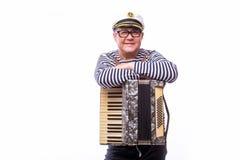 De zanger van de zeemansimpresario met muzikale instrumententrommel en harmonika royalty-vrije stock afbeelding