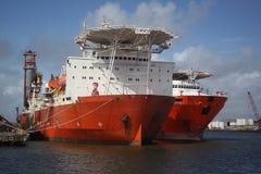De zee- schepen van het installatievervoer bij anker in Galveston-Haven stock foto