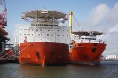 De zee- schepen van het installatievervoer bij anker in Galveston-Haven stock afbeeldingen