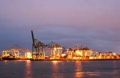 De zeehaven van Rotterdam bij Nacht Stock Foto