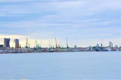 De Zeehaven van de Staat klaipÄ-DA - onbezette, universele diepzeediezeehaven in de Straat klaipÄ-DA wordt gevestigd stock foto's