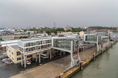 De zeehaven van Turku van het dek van veerboot wordt gezien die Royalty-vrije Stock Foto's