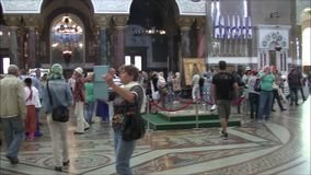 De Zeekathedraal van Sinterklaas in Kronstadt van de binnenkant stock footage