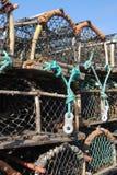 De zeekreeftpotten stapelden hoogte Stock Foto's