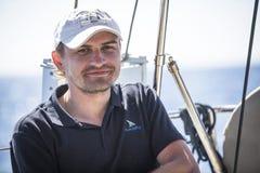 De zeelieden nemen aan het varen regatta elfde Ellada 2014 deel Stock Foto