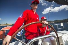 De zeelieden nemen aan het varen regatta elfde Ellada deel Stock Foto's