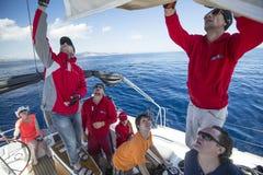 De zeelieden nemen aan het varen regatta elfde Ellada deel Stock Afbeeldingen