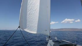 De zeelieden nemen aan het varen regatta zestiende Ellada deel stock video