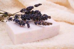 De zeep van de lavendel stock afbeelding