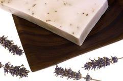 De zeep van de lavendel. kuuroord stock foto