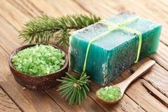 De zeep van de pijnboom met overzees-zout. Royalty-vrije Stock Afbeeldingen